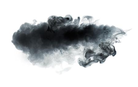 Czarny dym odizolowywający na bielu