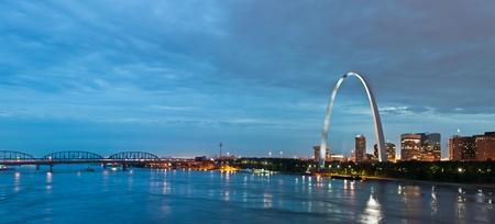 mississippi river: St. Louis