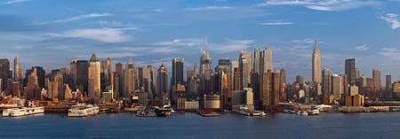 midtown manhattan: New York City. Manhattan skyline viewed from New Jersey at sunset.