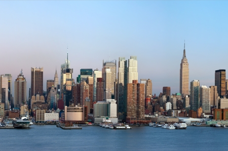 midtown manhattan: Manhattan, New York City. Manhattan skyline viewed from New Jersey at twilight.