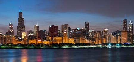 Chicago skyline. Image of the Chicago downtown skyline at dusk. Banco de Imagens - 14035971