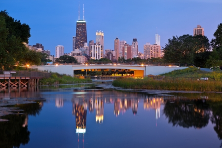 midwest usa: Lincoln Park, Chicago. Image of the Chicago downtown skyline at dusk. Lincoln Park in the foreground. Stock Photo