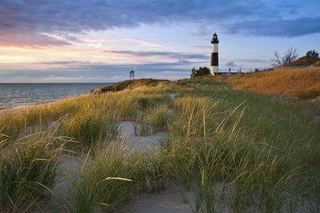 Big Sable Point Lighthouse. Bild des Big Sable Point Lighthouse und dem Lake Michigan Küstenlinie, Michigan, USA.
