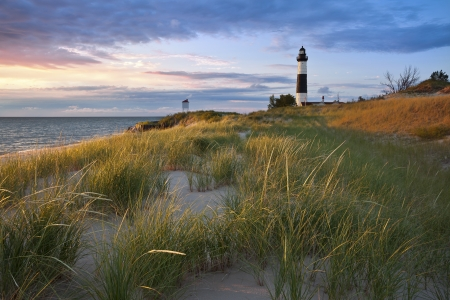 lake michigan lighthouse: Big Sable Point Lighthouse. Imagen de la Gran Faro Sable Point y de la costa del Lago Michigan, Michigan, EE.UU..