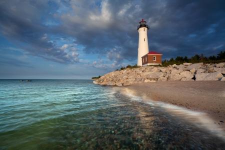 lake michigan lighthouse: Punto de Crisp Faro Imagen del Punto de Crisp faro al atardecer