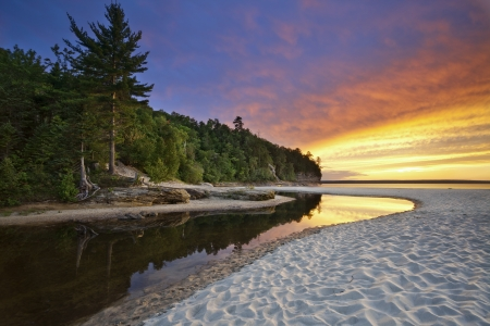 woods lake: Bella Michigan Paesaggio. Foto di Minatori Beach at Nella foto Rock National Lakeshore, Michigan, Stati Uniti d'America.