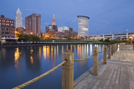 Cleveland. Image of Cleveland Innenstadt in der Dämmerung blauen Stunde.