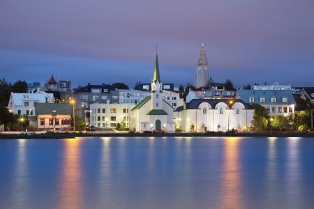 Reykjavik, Island Bild von Reykjavik, der Hauptstadt von Island, in der Dämmerung blaue Stunde Lizenzfreie Bilder