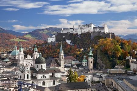 Salzburg, Österreich Bild von Salzburg während der sonnigen Tag im Herbst Standard-Bild - 23117533