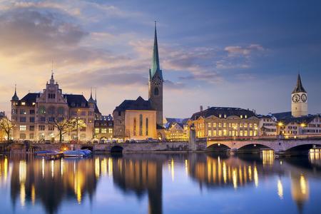 Zürich Bild von Zürich, der Hauptstadt der Schweiz, während der dramatischen Sonnenuntergang Standard-Bild - 26891378