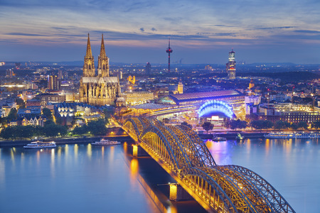 Cologne, Germany  Image of Cologne with Cologne Cathedral during twilight blue hour  Stockfoto