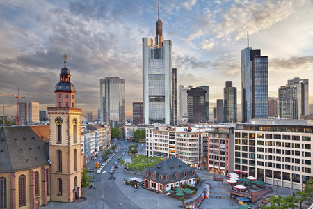 Frankfurt am Main  Image of Frankfurt am Main skyline during dramatic sunset  免版税图像