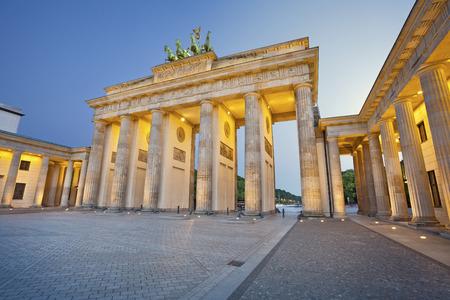 Brandenburger Tor Bild von Brandenburger Tor in Berlin während der Dämmerung blauen Stunde