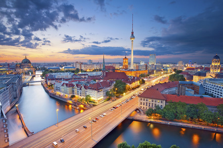 Berlin Luftaufnahme von Berlin während der schönen Sonnenuntergang Lizenzfreie Bilder
