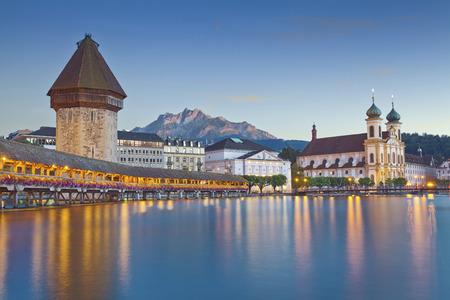 Luzern Afbeelding van de avond stadslandschap van Luzern, Zwitserland