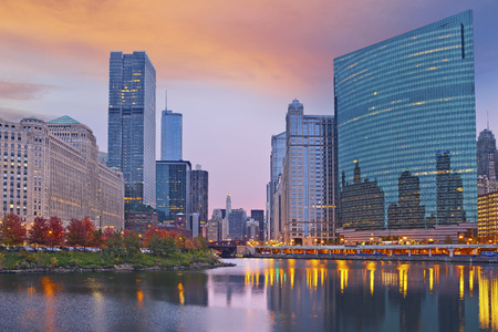 시카고. 일몰 동안 시카고 도시의 이미지입니다. 스톡 콘텐츠