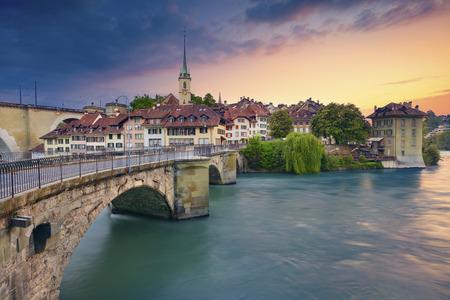Bern. Image de la capitale de la Suisse Berne au coucher du soleil spectaculaire.