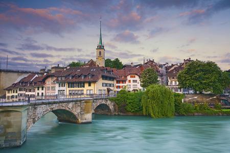 Bern. Foto von Bern Hauptstadt der Schweiz während des Sonnenaufgangs.