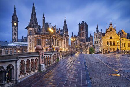 Gand. Image de Gand Belgique pendant le crépuscule des pluies heure bleue.