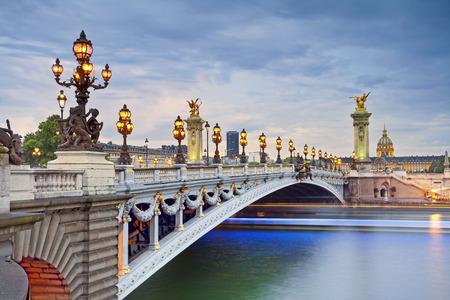 Paris. Foto von der Brücke Alexandre III mit Sitz in Paris, Frankreich.