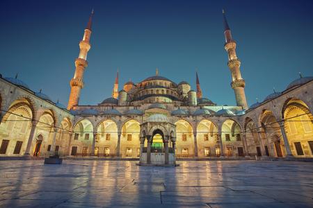 Blauwe Moskee. Afbeelding van de Blauwe Moskee in Istanbul, Turkije in de schemering blauwe uur. Stockfoto