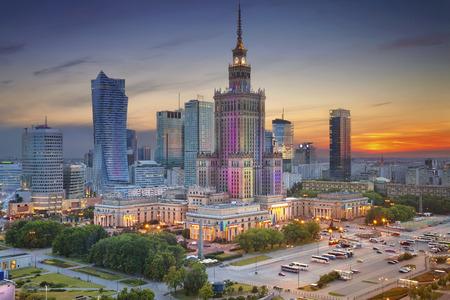 ワルシャワ。青のたそがれの間にワルシャワ、ポーランドのイメージ。 写真素材