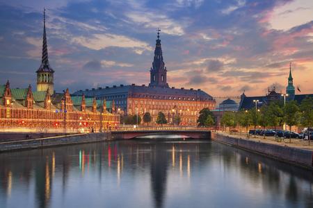 코펜하겐. 황혼의 푸른 시간 동안 코펜하겐, 덴마크의 이미지.