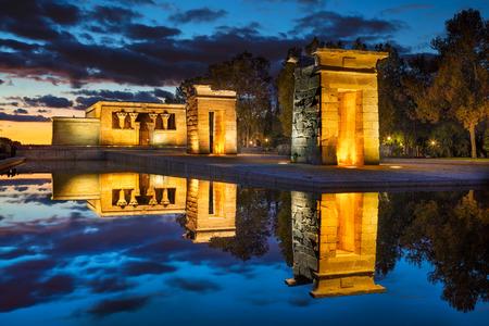 Templo de Debod, Madrid. Imagen del templo de Debod en Madrid, España durante la puesta del sol.