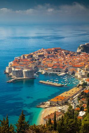 ドゥブロヴニク、クロアチア。美しいロマンチックなドゥブロヴニク旧市街の晴れた日、クロアチア、ヨーロッパ中。 写真素材