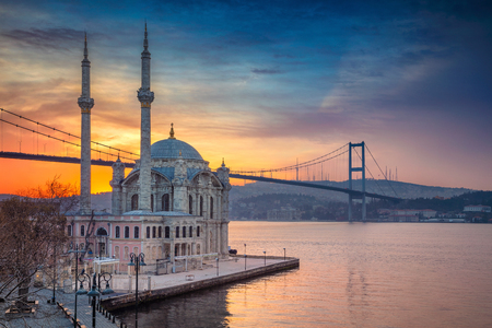 Istanbul. Image of Ortakoy Mosque with Bosphorus Bridge in Istanbul during beautiful sunrise. Standard-Bild