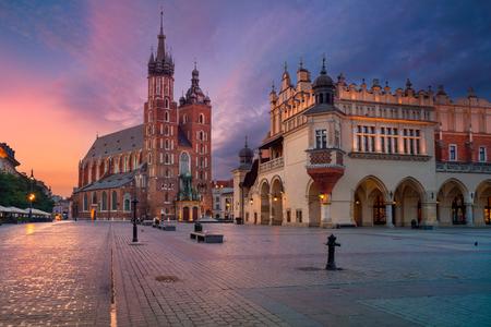 クラクフ。日の出中にクラクフ ポーランド町イメージの古い。 写真素材