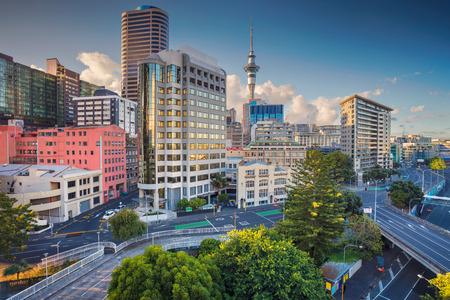 Auckland. Luchtfoto stadsbeeld van de skyline van Auckland, Nieuw-Zeeland tijdens zomerdag. Stockfoto