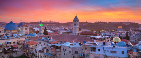 Jerusalem. Panoramic cityscape image of old town of Jerusalem, Israel at sunrise. Archivio Fotografico
