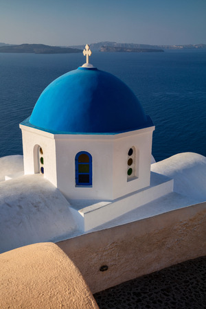 Oia, Santorini. Close up image of Greek Church located at the island of Santorini, South Aegean, Greece. 版權商用圖片