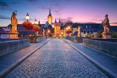 Wurzburg, Old Main Bridge. Cityscape image of the old town of Wurzburg with Old Main Bridge over Main river during beautiful sunrise. Banco de Imagens