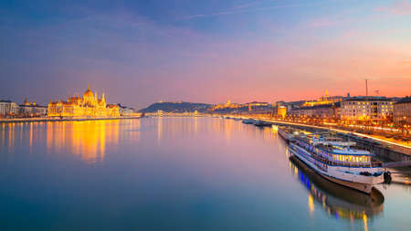 Budapest, Hungary. Panoramic cityscape image of Budapest, capital city of Hungary with Hungarian Parliament Building during beautiful sunset. Banco de Imagens