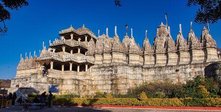 Chaumukha Mandir Jain Temple in Ranakpur, Rajasthan, North India. 免版税图像
