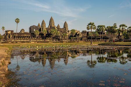 Angkor Wat is een tempelcomplex in Cambodja en het grootste religieuze monument ter wereld. Siem Reap, Cambodja.