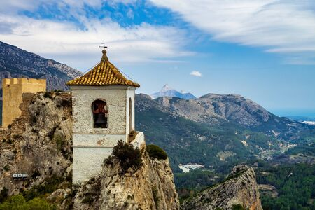The Castle of Guadelest in Spain. El Castell de Guadalest is a town and municipality in Spain, located in the province of Alicante. Guadalest is located on a mountain and is a tourist attraction. Stockfoto