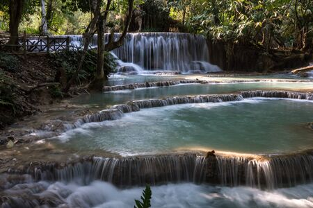 Cascadas Tat Kuang Si cerca de Luang Prabang, Laos Foto de archivo
