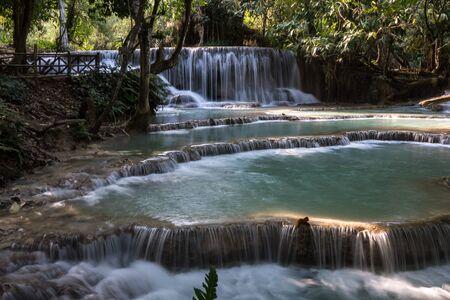 Tat Kuang Si Wasserfälle in der Nähe von Luang Prabang, Laos Standard-Bild