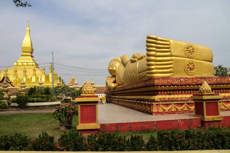 sleeping buddha statue at Wat Pha That Luang Temple in Vientiane, Laos Stockfoto
