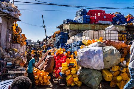 Addis Ababa, Ethiopia - Feb 15, 2020: Addis Mercato in Addis Abeba, Ethiopia, the largest market in Africa. Stockfoto - 143146566