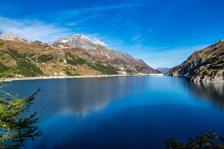 Tignes Le Lac in the French Alps surrounded by mountains, Provence Alpes, France. Stockfoto