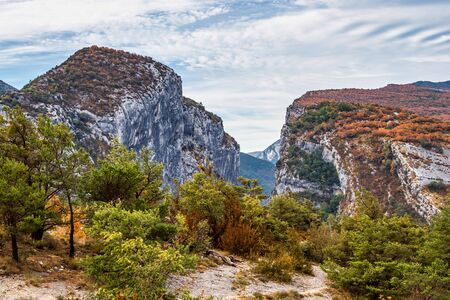 Verdon Gorge, Gorges du Verdon, amazing landscape of the famous canyon with winding turquoise-green colour river and high limestone rocks in French Alps, Provence, France Stockfoto - 146960102