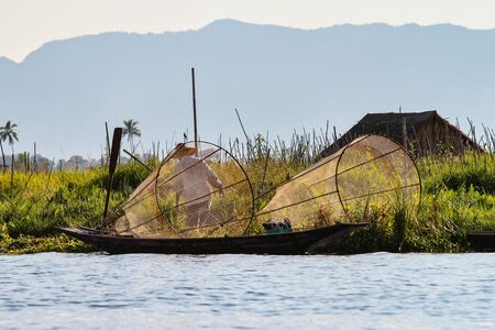 Traditional one Leg Fisher on Inle Lake in Mayanmar, former Burma in Asia Stok Fotoğraf