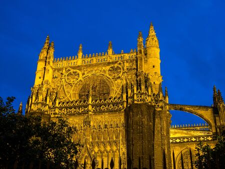 Catholic Cathedral of Saint Mary, Catedral de Santa Maria de la Sede in Seville, Andalusia, Spain at night Stockfoto