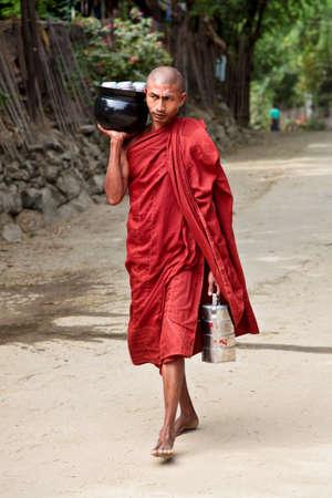 Bagan, Myanmar - Nov 16, 2019: Burmese monk beg for alms in the morning in Bagan, Myanmar former Burma in Asia Redactioneel
