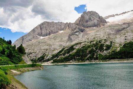 Alpine landscape in the Dolomites, Italy. Glacier Marmolada and Lago di Fedaia. Stockfoto