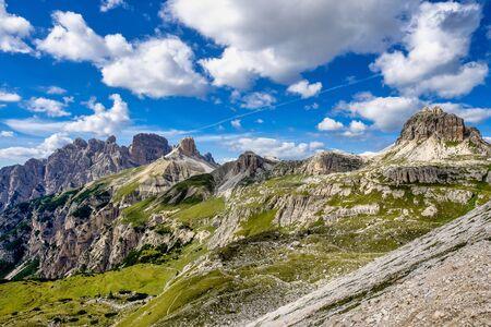 View from the Tre Cime di Lavaredo, the three peaks of Lavaredo, in the Sexten Dolomites of northeastern Italy. Stockfoto